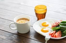 朝食の目玉焼きとスープ|無料の写真素材はフリー素材のぱくたそ